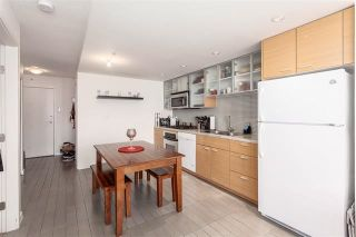 """Photo 3: 2207 33 SMITHE Street in Vancouver: Yaletown Condo for sale in """"COOPERS LOOKOUT"""" (Vancouver West)  : MLS®# R2106492"""