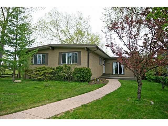 Main Photo: 440 LAKE TOPAZ Crescent SE in CALGARY: Lake Bonavista Residential Detached Single Family for sale (Calgary)  : MLS®# C3617729