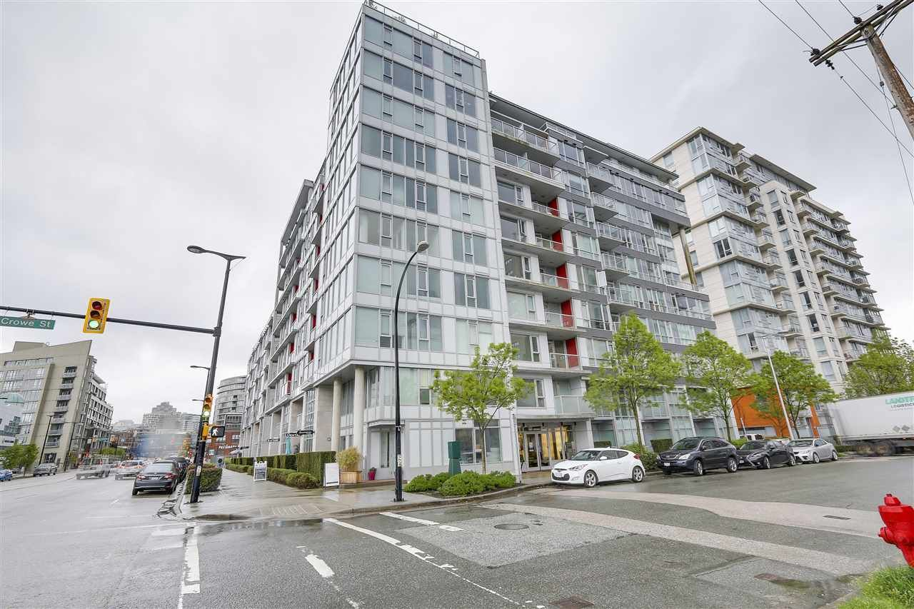 "Main Photo: 702 1887 CROWE Street in Vancouver: False Creek Condo for sale in ""PINNACLE LIVING"" (Vancouver West)  : MLS®# R2161379"