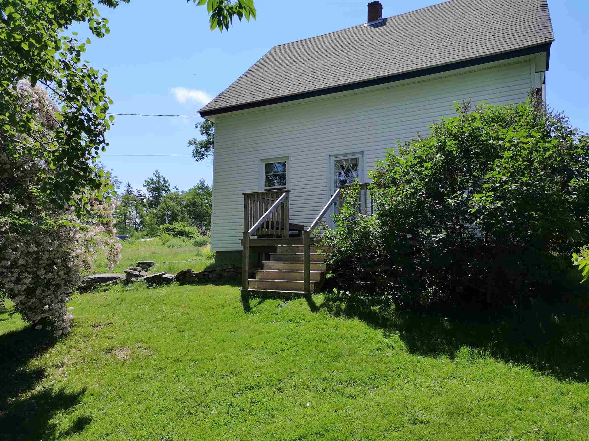 Main Photo: 420 EAST RIVER Road in Sheet Harbour: 35-Halifax County East Residential for sale (Halifax-Dartmouth)  : MLS®# 202104643