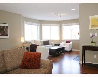 Photo 3: 1829 BROADVIEW Road NW in CALGARY: West Hillhurst Residential Attached for sale (Calgary)  : MLS®# C3305537