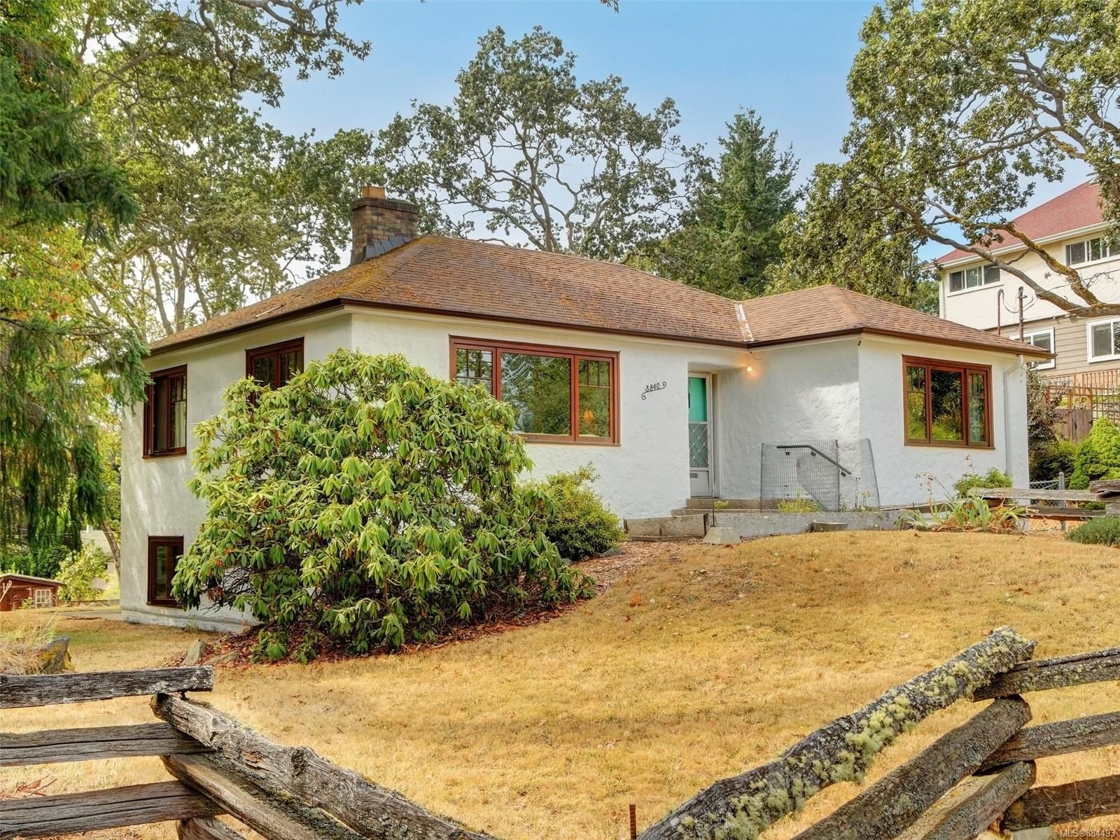 Main Photo: 3840 Synod Rd in : SE Cedar Hill House for sale (Saanich East)  : MLS®# 884493