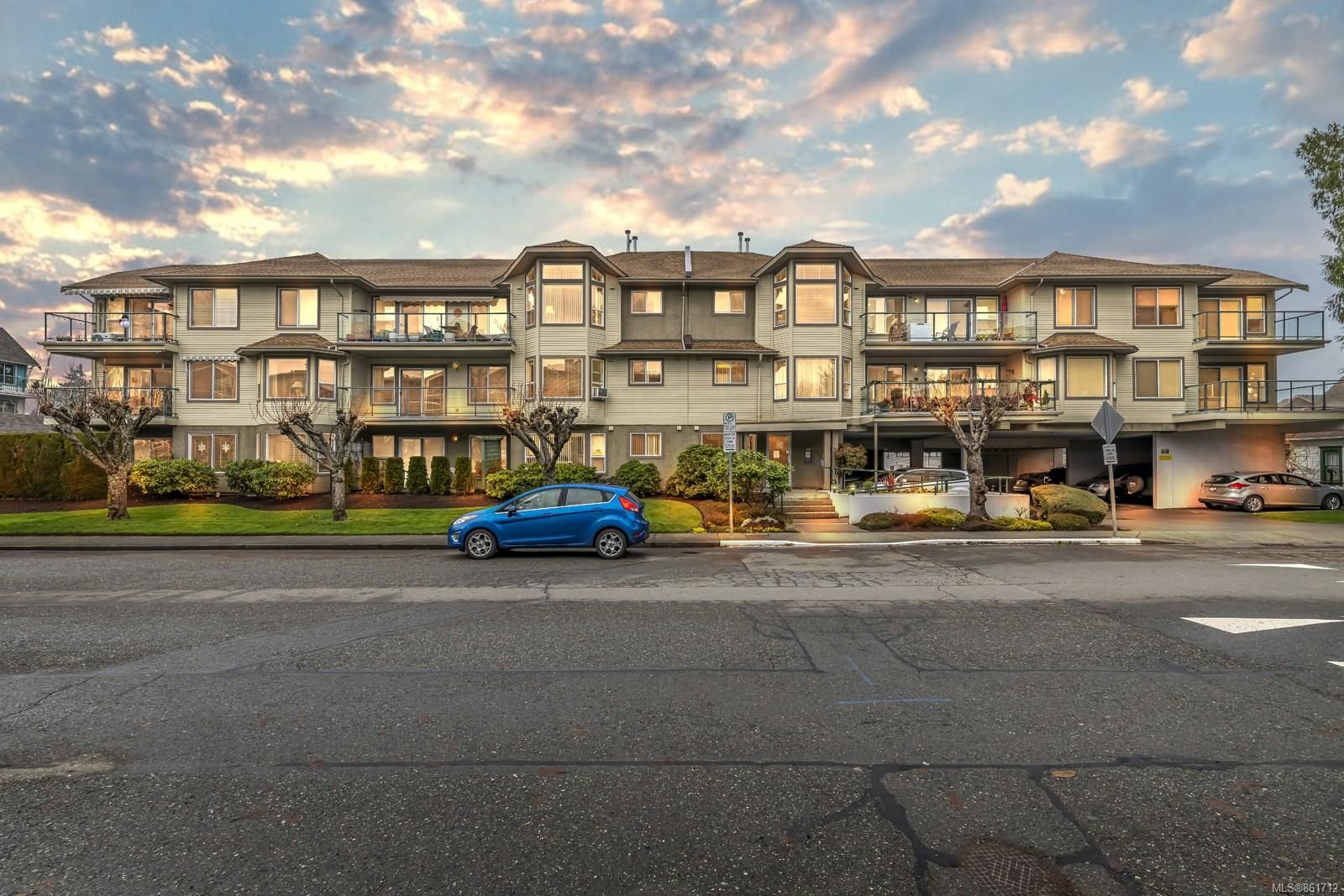 Main Photo: 204 245 First St in : Du West Duncan Condo for sale (Duncan)  : MLS®# 861712