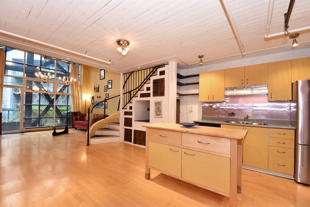"""Photo 8: Photos: 110 237 E 4TH Avenue in Vancouver: Mount Pleasant VE Condo for sale in """"ARTWORKS"""" (Vancouver East)  : MLS®# R2122835"""