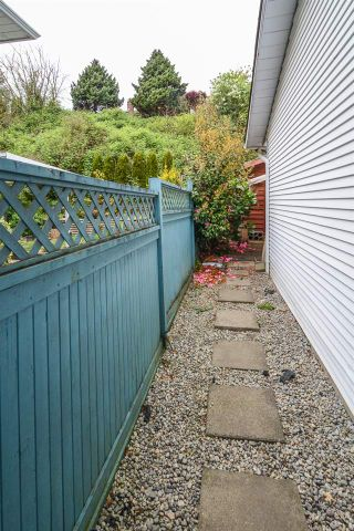 Photo 8: 33593 2ND Avenue in Mission: Mission BC 1/2 Duplex for sale : MLS®# R2056501