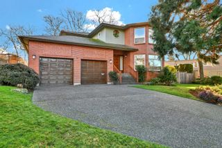 Photo 1: 3121 Wessex Close in : OB Henderson House for sale (Oak Bay)  : MLS®# 863827