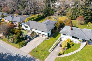 Photo 2: 3372 Henderson Rd in : OB Henderson House for sale (Oak Bay)  : MLS®# 870559