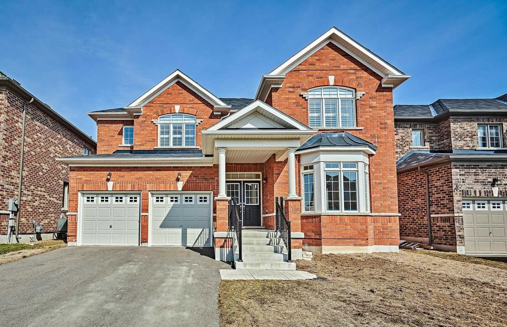 Main Photo: 11 Whitehand Drive in Clarington: Newcastle House (2-Storey) for sale : MLS®# E5169146