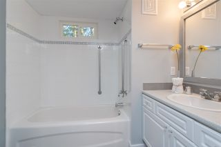 """Photo 15: 32 20071 24 Avenue in Langley: Brookswood Langley Manufactured Home for sale in """"Fernridge Estates"""" : MLS®# R2438182"""