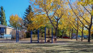 Photo 2: 2427 47 Street SE in Calgary: Forest Lawn Detached for sale : MLS®# A1150911