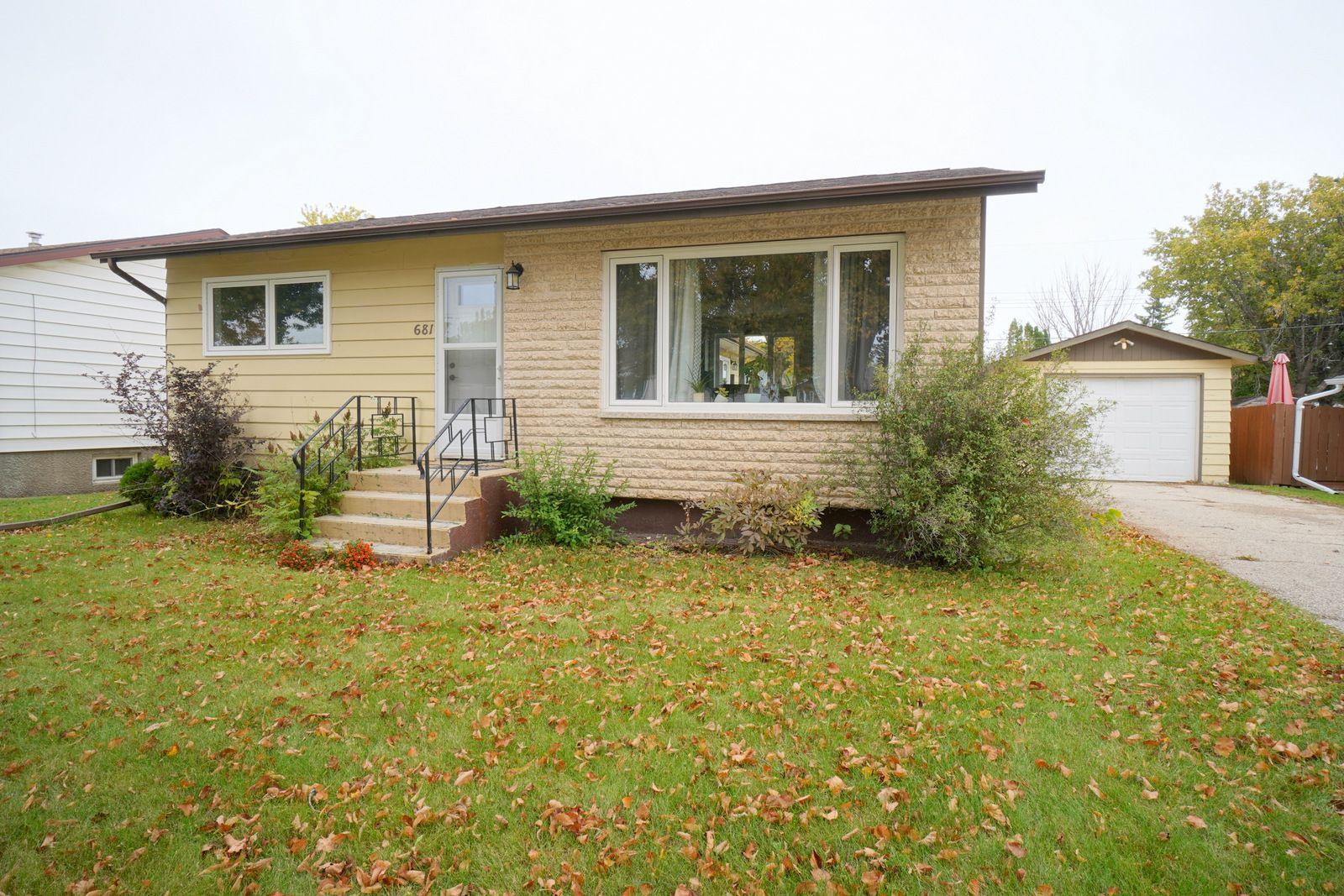 Main Photo: 681 Maplewood Crescent in Portage la Prairie: House for sale : MLS®# 202122121