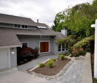 "Photo 2: 2624 TURRET Crescent in Coquitlam: Upper Eagle Ridge House for sale in ""Upper Eagle Ridge"" : MLS®# R2176840"