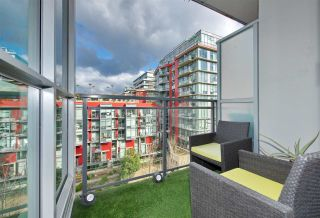 Photo 2: 608 63 W 2ND Avenue in Vancouver: False Creek Condo for sale (Vancouver West)  : MLS®# R2538695