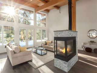 Photo 3: 3308 MAMQUAM Road in Squamish: University Highlands House for sale : MLS®# R2136551