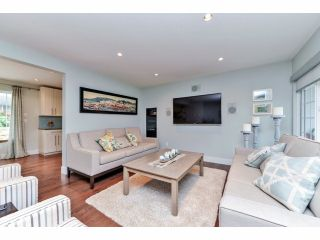 Photo 5: 732 BRADA Drive in Coquitlam: Coquitlam West Duplex for sale : MLS®# V1093144