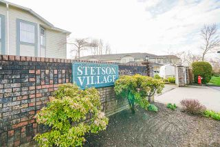 """Photo 2: 7 5760 174 Street in Surrey: Cloverdale BC Townhouse for sale in """"Stetson Village"""" (Cloverdale)  : MLS®# R2559810"""