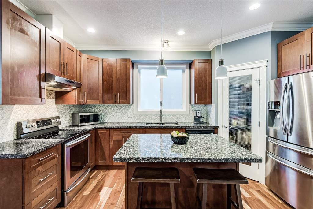 Photo 4: Photos: 503 17 Avenue NW in Calgary: Mount Pleasant Semi Detached for sale : MLS®# A1122825