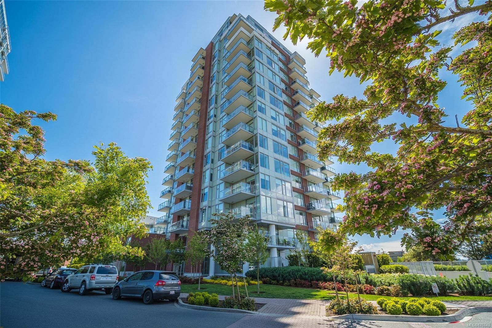 Main Photo: 806 60 Saghalie Rd in Victoria: VW Songhees Condo for sale (Victoria West)  : MLS®# 876843