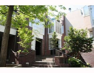 """Photo 1: 828 W 7TH Avenue in Vancouver: Fairview VW Townhouse for sale in """"CASA DEL ARROYA"""" (Vancouver West)  : MLS®# V779570"""