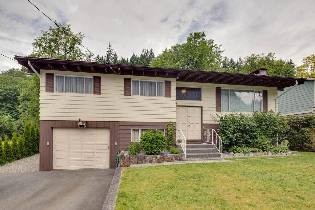 Photo 1: Photos: 38117 WESTWAY Avenue in Squamish: Valleycliffe House for sale : MLS®# R2172639