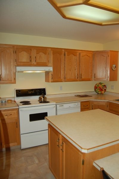Photo 10: Photos: 204 Hummingbird Lane in Penticton: North Residential Detached for sale : MLS®# 112275