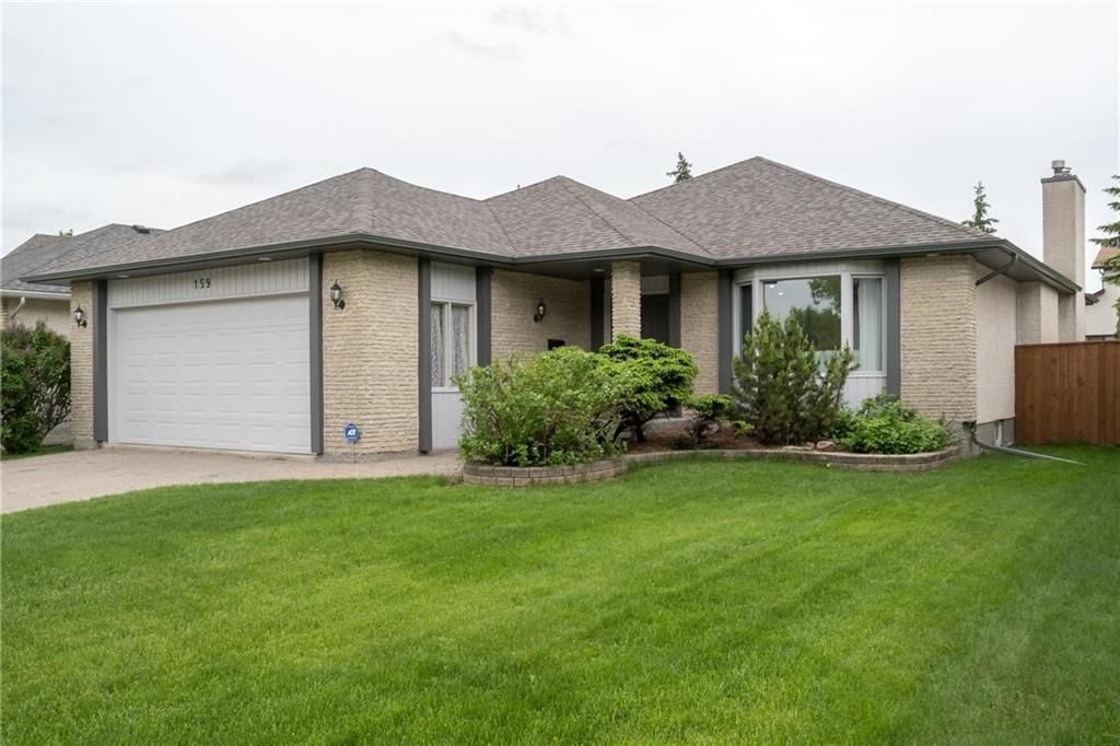Main Photo: 159 Lindenwood Drive West in Winnipeg: Linden Woods Residential for sale (1M)  : MLS®# 202013127