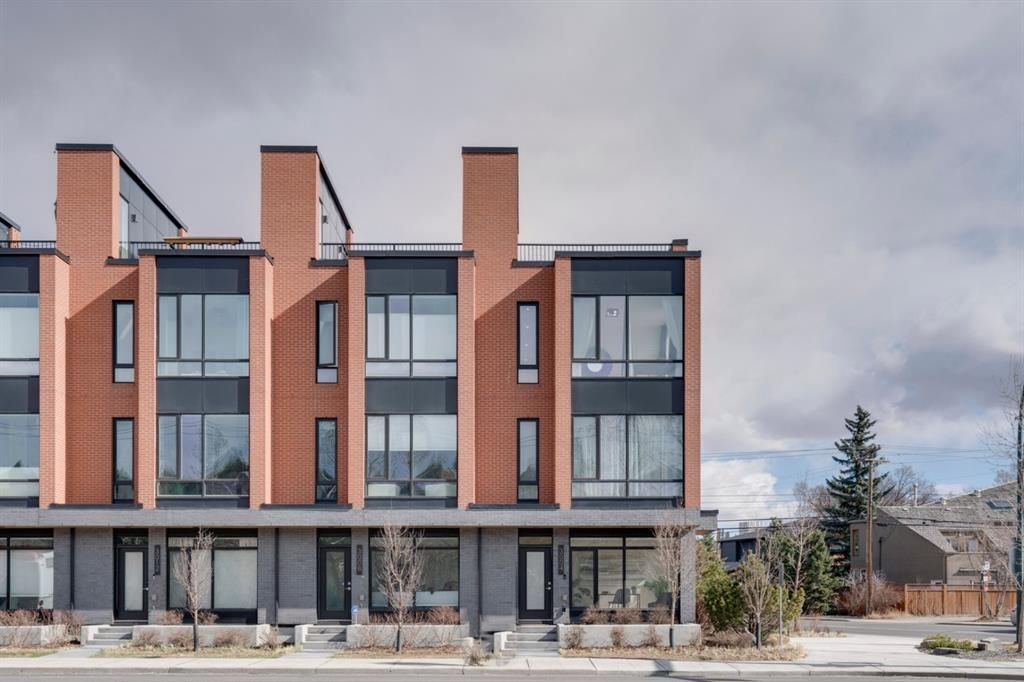 Main Photo: 3004 Parkdale Boulevard NW in Calgary: Parkdale Row/Townhouse for sale : MLS®# A1093150