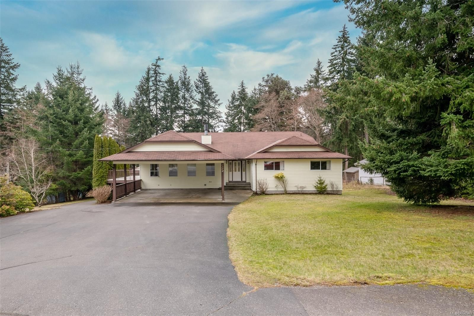 Main Photo: 2372 Nanoose Rd in : PQ Nanoose House for sale (Parksville/Qualicum)  : MLS®# 868949