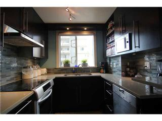 "Photo 5: 704 410 CARNARVON Street in New Westminster: Downtown NW Condo for sale in ""CARNARVON PLACE"" : MLS®# V1075370"