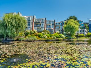 """Photo 46: 307 1502 ISLAND PARK Walk in Vancouver: False Creek Condo for sale in """"The Lagoons"""" (Vancouver West)  : MLS®# R2606940"""