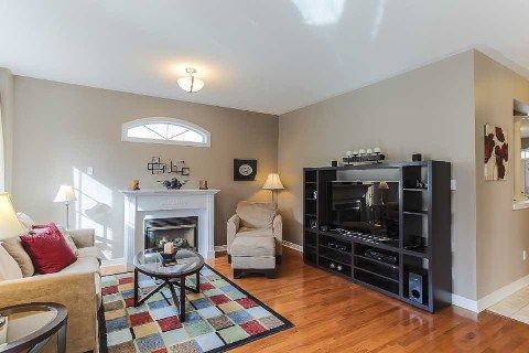 Photo 8: Photos: 39 Blossomview Court in Whitby: Taunton North House (2-Storey) for sale : MLS®# E2875948