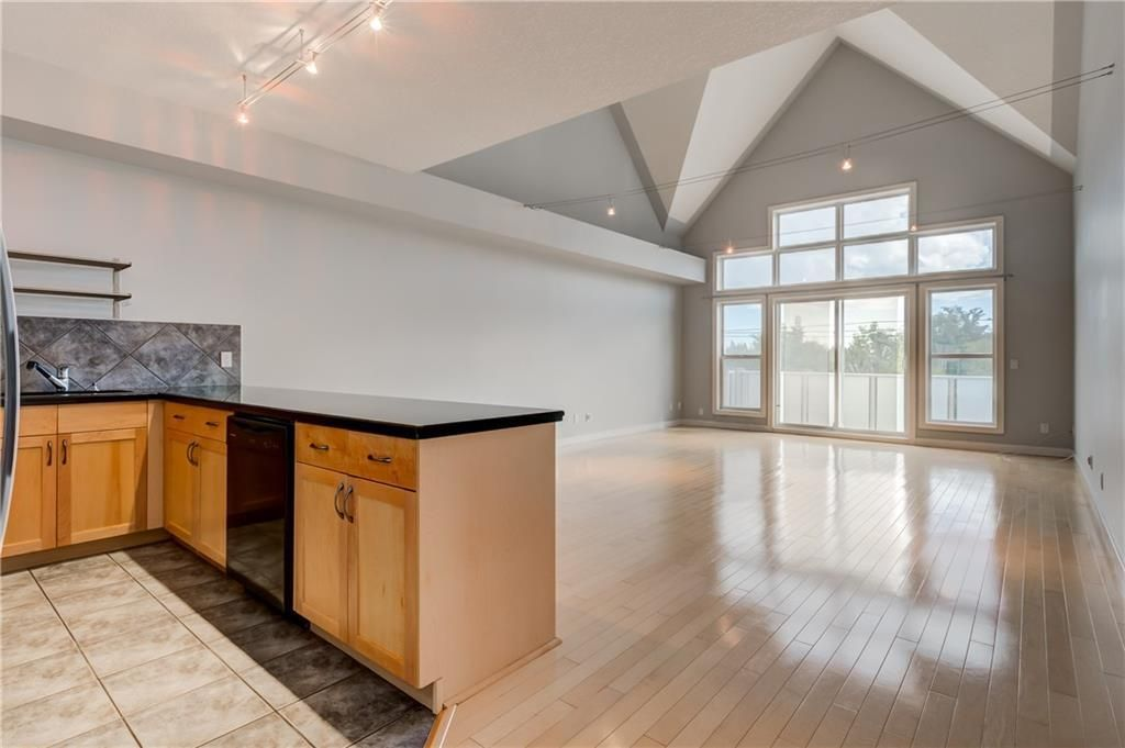 Main Photo: 204 1505 27 Avenue SW in Calgary: South Calgary Apartment for sale : MLS®# C4304826