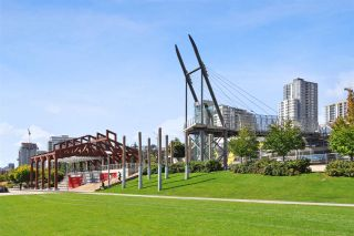 """Photo 30: 1403 188 AGNES Street in New Westminster: Downtown NW Condo for sale in """"THE ELLIOT"""" : MLS®# R2504898"""
