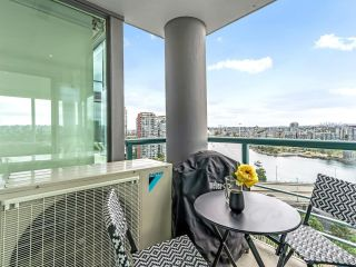 Photo 12: 2105 1033 MARINASIDE Crescent in Vancouver: Yaletown Condo for sale (Vancouver West)  : MLS®# R2614504