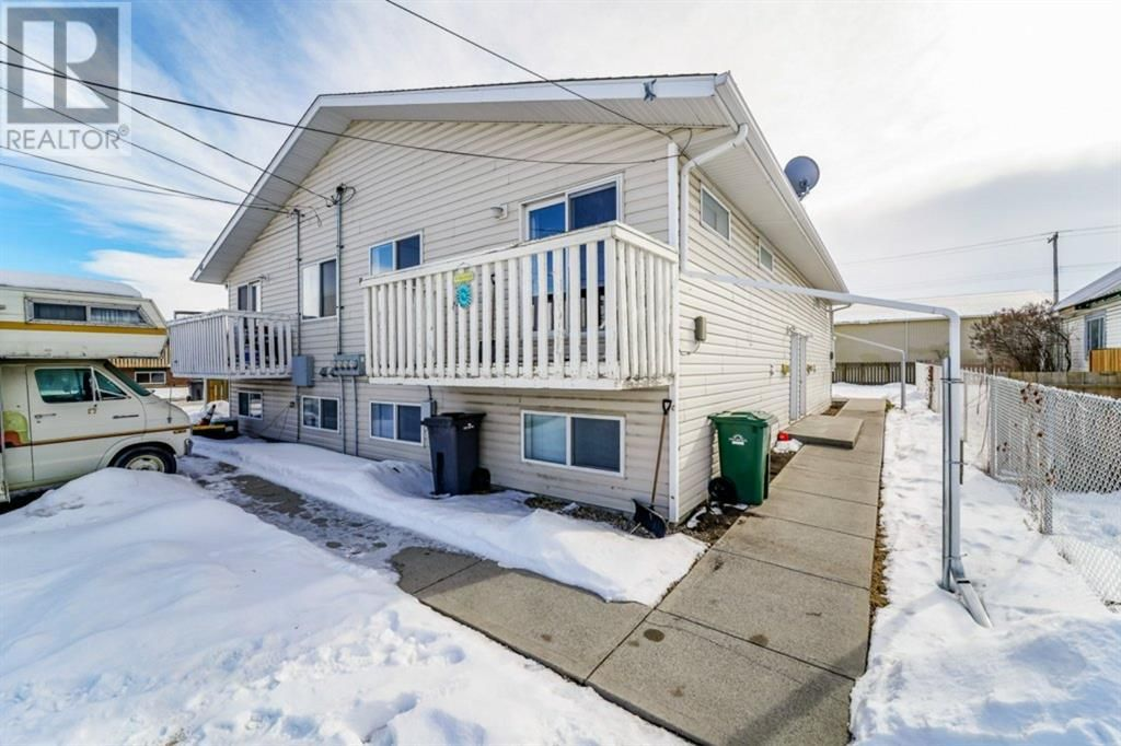 Main Photo: 4912 56 Street in Innisfail: Multi-family for sale : MLS®# A1096915