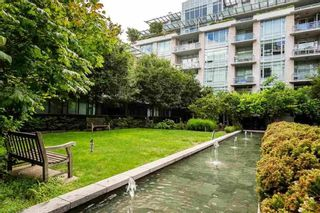 """Photo 35: 2 ATHLETES Way in Vancouver: False Creek Townhouse for sale in """"KAYAK-THE VILLAGE ON THE CREEK"""" (Vancouver West)  : MLS®# R2564490"""
