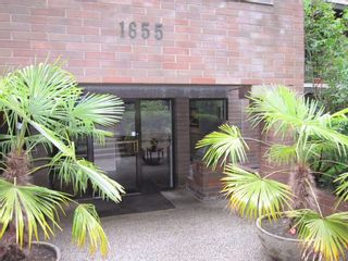 """Photo 2: 307 1655 NELSON Street in Vancouver: West End VW Condo for sale in """"Hempstead Manor"""" (Vancouver West)  : MLS®# R2418935"""