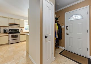 Photo 18: 425 Woodland Crescent SE in Calgary: Willow Park Detached for sale : MLS®# A1149903