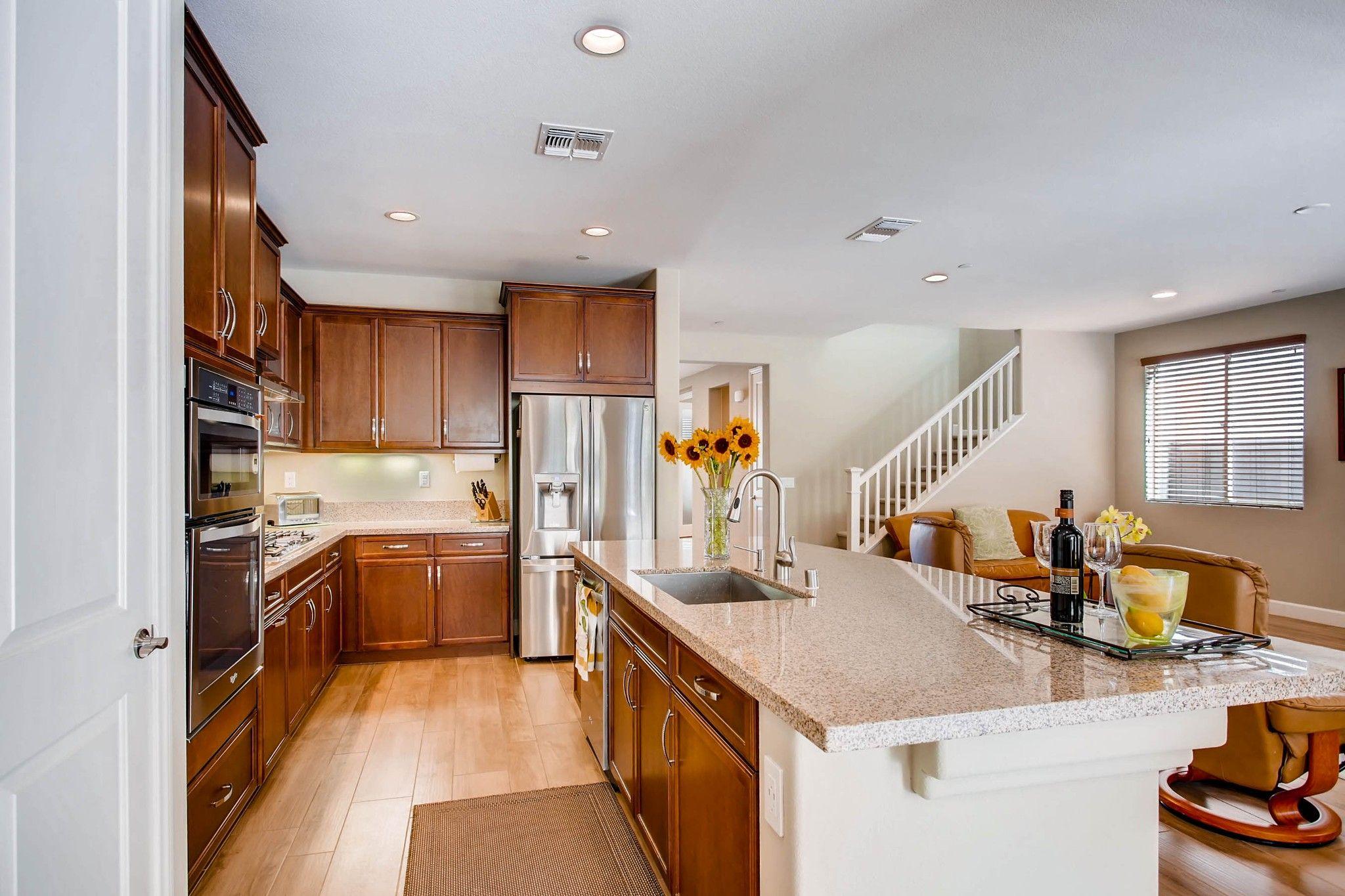 Photo 9: Photos: Residential for sale : 5 bedrooms : 443 Machado Way in Vista