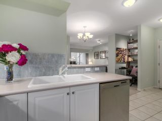 """Photo 11: 301 2755 MAPLE Street in Vancouver: Kitsilano Condo for sale in """"THE DAVENPORT"""" (Vancouver West)  : MLS®# R2122011"""