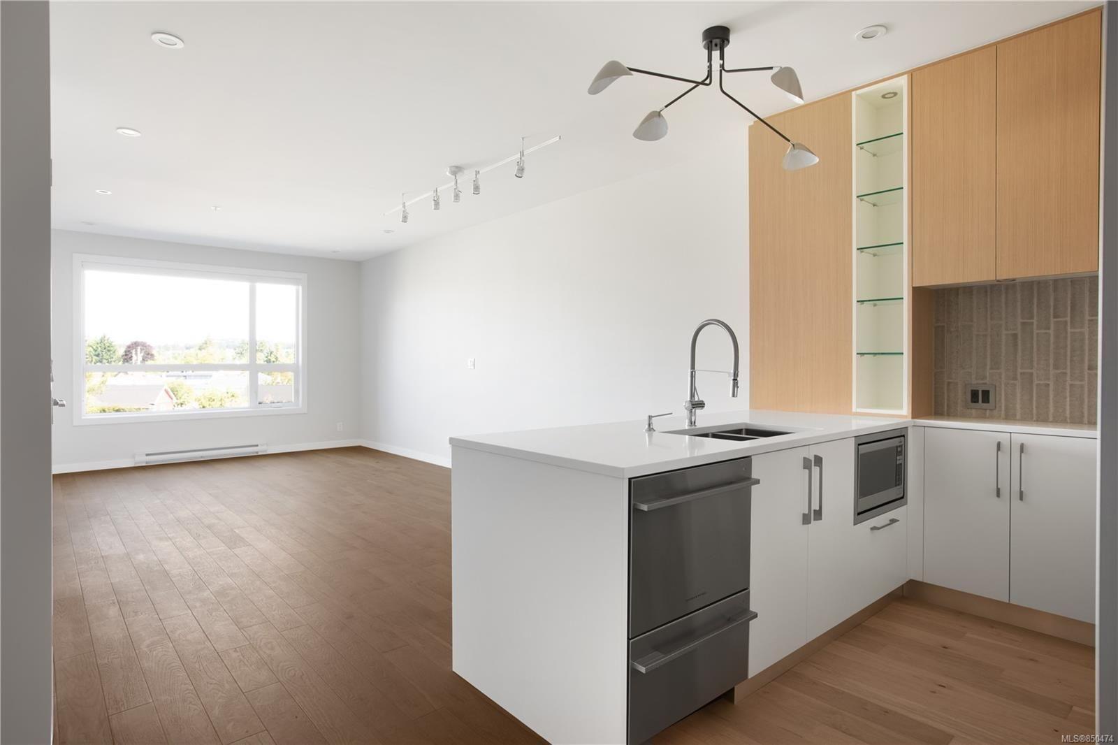 Photo 2: Photos: 309 2285 Bowker Ave in : OB North Oak Bay Condo for sale (Oak Bay)  : MLS®# 850474
