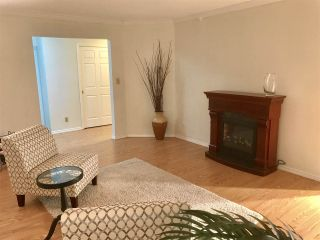 """Photo 4: 103 15317 THRIFT Avenue: White Rock Condo for sale in """"The Nottingham"""" (South Surrey White Rock)  : MLS®# R2336892"""