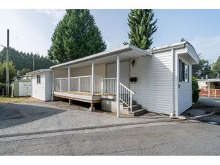 "Photo 1: 20 24330 FRASER Highway in Langley: Otter District Manufactured Home for sale in ""Langley Grove Estates"" : MLS®# R2497315"
