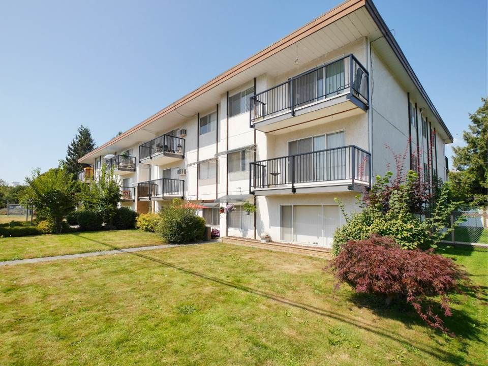 """Main Photo: 205 46165 GORE Avenue in Chilliwack: Chilliwack E Young-Yale Condo for sale in """"Charming Old Town Chilliwack"""" : MLS®# R2289841"""