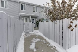 Photo 2: 33 AMBERLY Court in Edmonton: Zone 02 Townhouse for sale : MLS®# E4229833