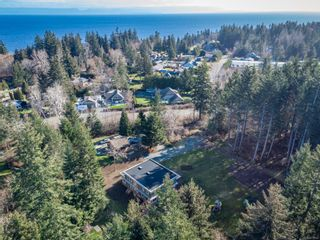 Photo 2: 5771 Bates Rd in : CV Courtenay North House for sale (Comox Valley)  : MLS®# 873063