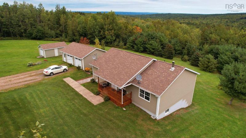 FEATURED LISTING: 571 East Torbrook Road South Tremont