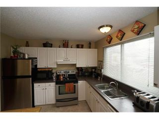 Photo 2: 121 WHITEWOOD Place NE in Calgary: Whitehorn House for sale : MLS®# C4080124