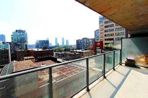Main Photo: 18 95 Bathurst Street in Toronto: Waterfront Communities C1 Condo for lease (Toronto C01)  : MLS®# C3122316