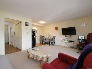Photo 3: 1 1786 Albert Ave in Victoria: Vi Jubilee Row/Townhouse for sale : MLS®# 875448